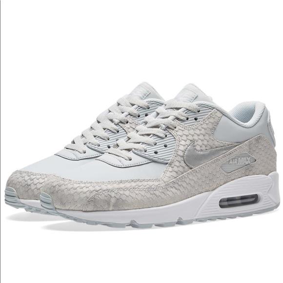 timeless design 71c79 66ee4 Nike Air max 90 premium pure platinum Sz 8.5. M 5a50e456caab446e9e008102